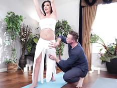 Мужик показал трансу расслабляющие упражнения и отодрал его на полу