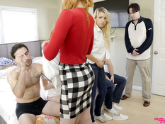 Парни отодрали и наполнили спермой двух ненасытных молодых блондинок