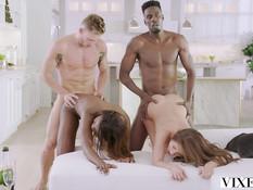 Молодая белая пара и их темнокожие друзья занимаются свинг сексом