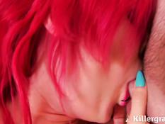 Сиськастая татуированная девка с розовыми волосами ебётся с мужиками