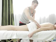 Сделал массаж худой русской девушке с тату на животе и отымел в анус
