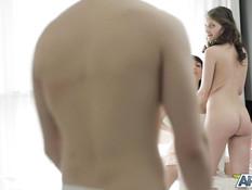 Подошёл к двум целующимся русским девушкам и оттрахал в бритые киски