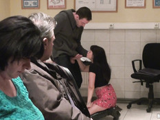 Мужик отодрал в общественной прачечной сисястую английскую девчонку