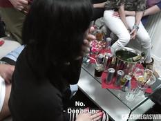Парни делают фистинг и трахают чешских девушек на свинг вечеринке