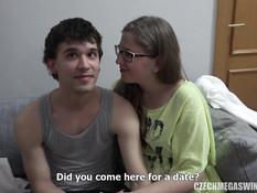 В этом большом особняке занимаются групповым сексом чешские свингеры