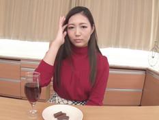Красивая японская шатенка мастурбировала клитор и трахалась с парнем