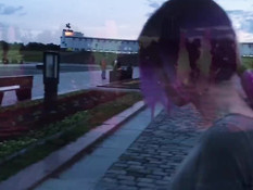 Бесстыжая русская соска делает парню минет прямо в общественном парке
