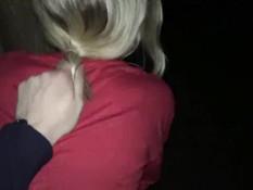 Светловолосая русская девка сосёт хуй и ебётся с парнем посреди ночи