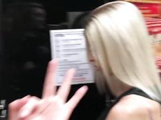 Татуированная русская блондинка сосёт член и ебётся с парнем в отеле