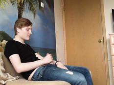 Очкастая русская девчонка сделала минет и дала отыметь себя в попу