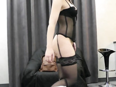 Горячая русская шатенка в сексуальном чёрном белье ебётся с парнем