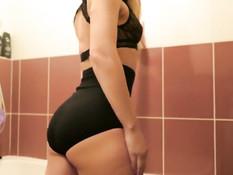 Страстная русская блондиночка в ванной отпердолена в вагину и анус