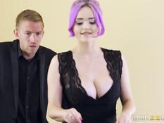 Две английские пары любители свинга занимаются сексом после обеда