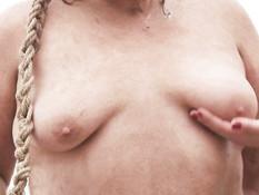 Жирную рыжую секс рабыню отымели в бритую пизду и обкончали спермой