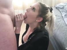 Горячая американская блондинка громко стонет во время ебли с парнем