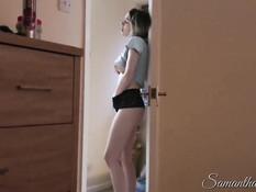 Сисястая девушка теребила клитор подсматривая за мастурбацией парня