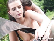 Привёз в лес молодую чешскую шатенку и отодрал на траве возле машины