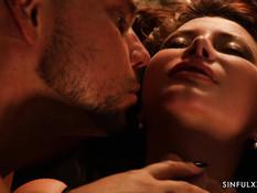 Грудастая русская горничная ебётся с мужчиной и светловолосой девкой