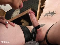 Госпожа трётся киской об хуй связанного секс раба и делает ему минет
