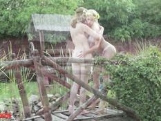 Мечтательные русские красотки ласкали друг дружку и ебались с парнем