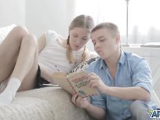 Утомлённая уроками молодая русская блондинка трахается с репетитором