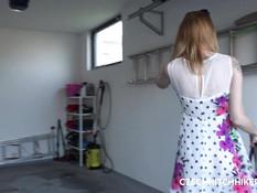 Пикапер отымел в гараже и залил спермой рыжую девку с большой грудью