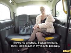 Водитель такси остановил машину и отодрал блондинку в разных позах