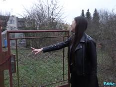 Пикапер отодрал сиськастую словацкую студентку на улице и в квартире
