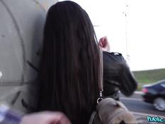 Пикапер снял на остановке русскую девку и отымел её в киску на улице