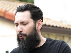 После массажа бородатый мужик отымел двух сисястых латинских девушек