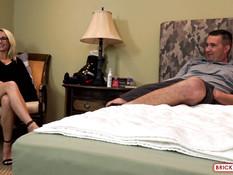 Светловолосая любительница тату и пирсинга трахается с мужем в анус