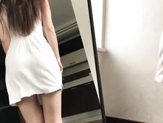 Сисястая русская девка с каштановыми волосами насаживается на фаллос