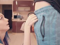 После сочного минета он отодрал русскую девчонку с голубыми волосами
