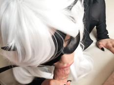 Ласковая русская косплеерша в костюме кошки высосала сперму из члена