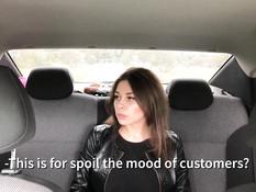 Водитель такси отодрал капризную русскую девушку с большими титьками