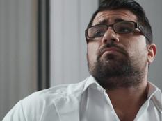 Небритый доктор в очках на койке отпердолил худого транса в задницу