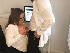 Босс отодрал раком и забрызгал спермой грудастую беременную шатенку