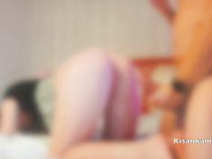 Отымел на кровати сисястую русскую блондинку и забрызгал лицо спермой