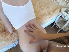 Кавалер надел презерватив и отодрал раком сисястую русскую блондинку