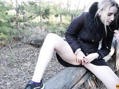 Паренёк встретил в лесу молодую русскую блондинку и отодрал в киску