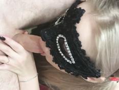 Он оттрахал раком и залил спермой русскую блондинку в маске на лице