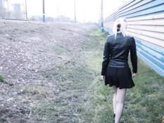 Отодрал русскую девчонку возле железной дороги и обкончал её трусики