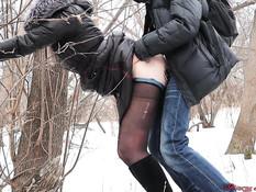 Он завёл в зимний лес русскую блондинку и отымел в киску в позе раком