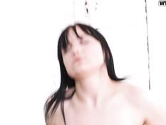 Застал русскую девку за мастурбацией пизды и отодрал в киску и анус