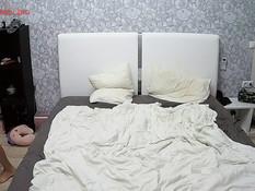 Две молодые русские пары занялись свинг сексом на двуспальной кровати