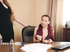 Сиськастая рыжая начальница соблазнила на лесби секс свою сотрудницу