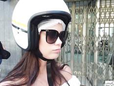 Девка приехала на скутере в дикую природу и занялась сексом с парнем
