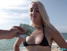 Пикапер снял молодую блондинку в бикини и отодрал на песчаном пляже