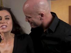 Разозлённый лысый мужик связал и жёстко оттрахал сиськастую женщину