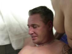 Две ненасытные немецкие свингерши выдрачивают у мужчины всю сперму